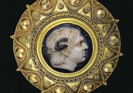 Александр Македонский страдал тугоухостью